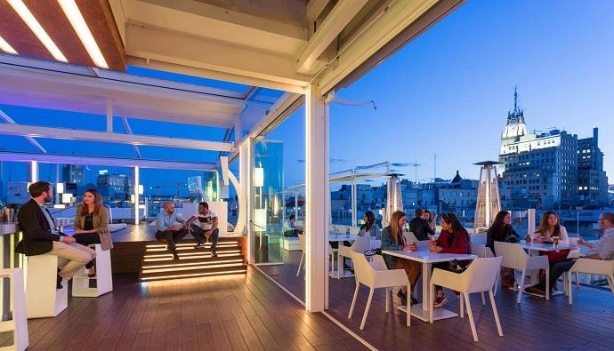 La terraza de Óscar ideal para tus combinados con tónica Schweppes