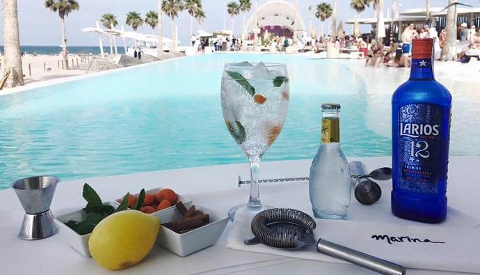 Gin tonics con Schweppes en Marina Beach Club de Valencia